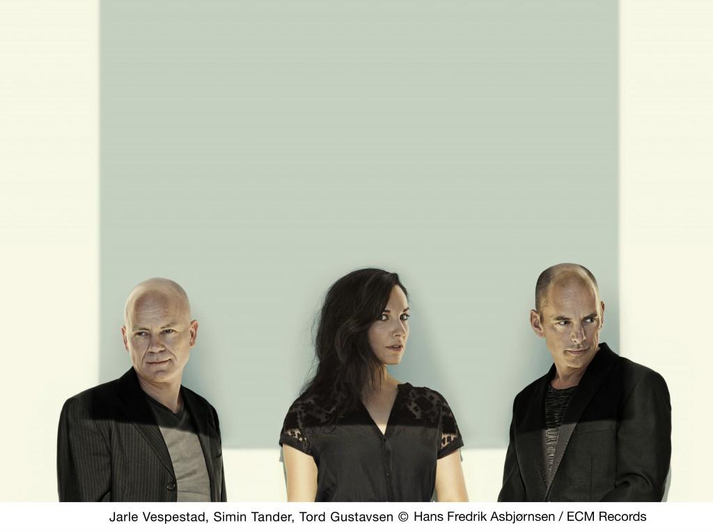 Tord Gustavsen Trio (Jarle Vespestad, Simin Tander, Tord Gustavsen), photo: Hans Fredrik Asbjørnsen / ECM Records)