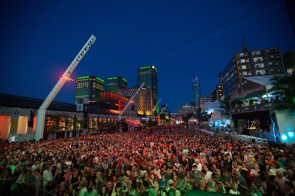 Montreal Jazz Fest crowd cheers Jamie Cullum, © Frederique Menard Aubin
